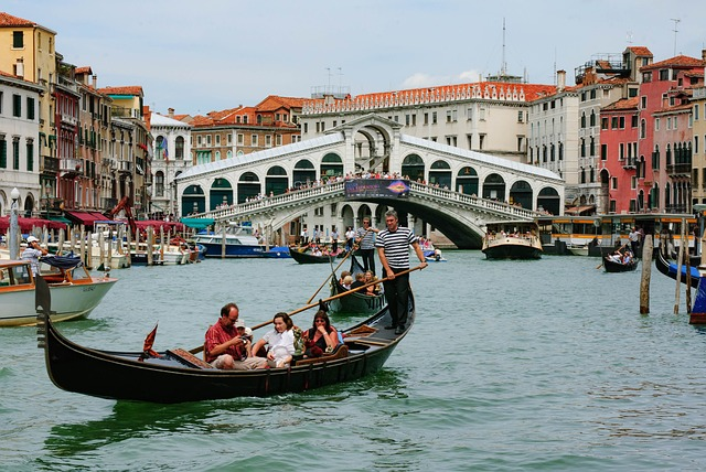 Gondelvaren in Venetië