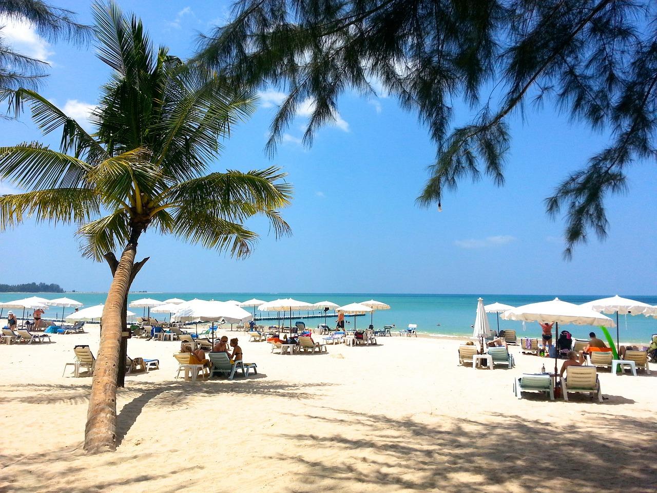 Thailand: Geen ligbedden en parasols meer te huur