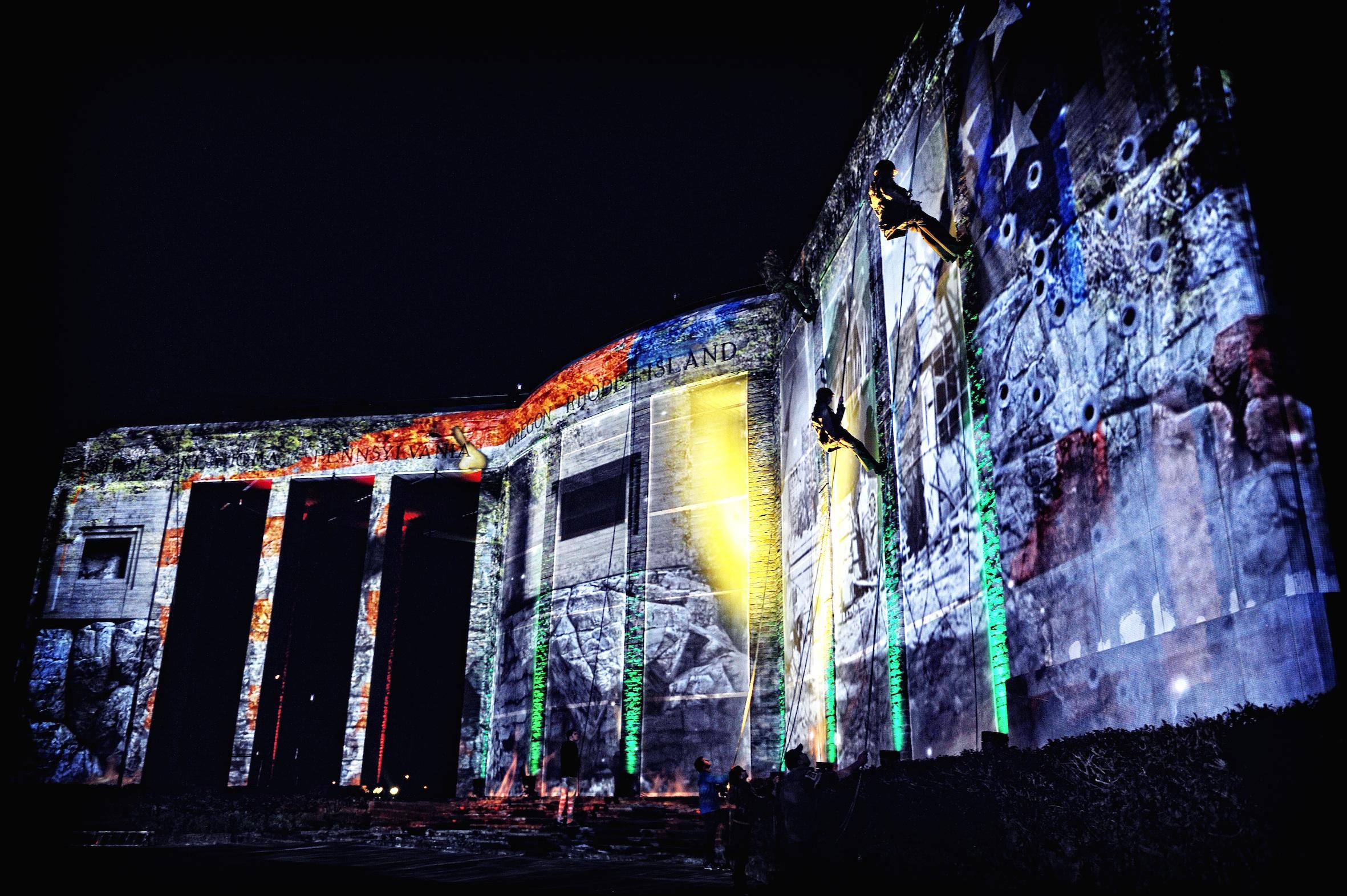 Lichtspektakel rondom Mardasson monument