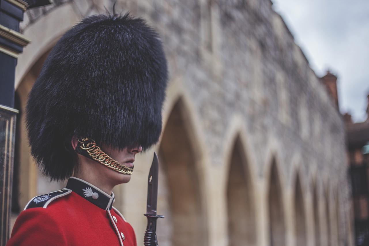 Royal Guards in Londen achter glas
