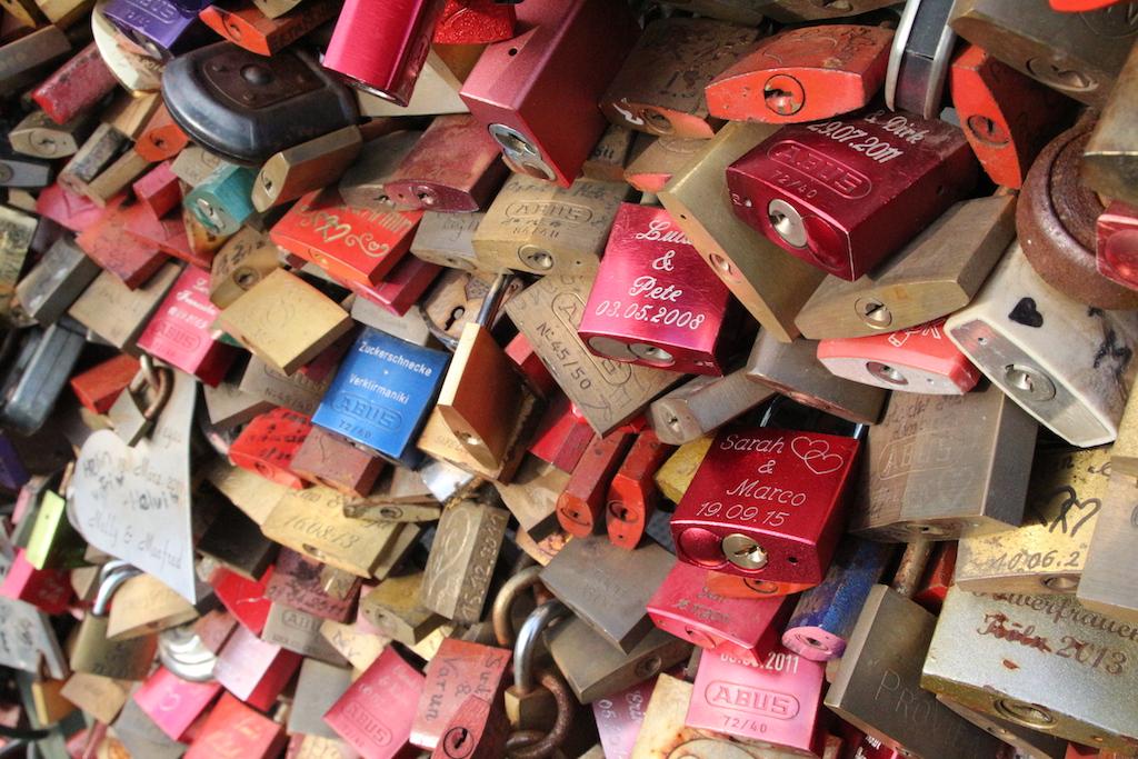 hangslot + brug = eeuwige liefde?