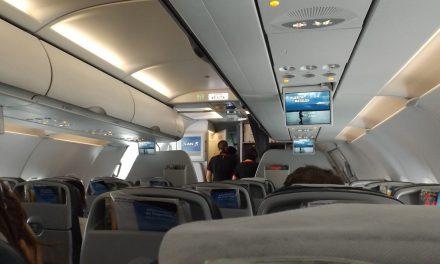 Waarom je geen Cola-light moet bestellen in een vliegtuig
